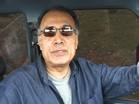Kiarostami addresses the camera as he begins the first lesson.