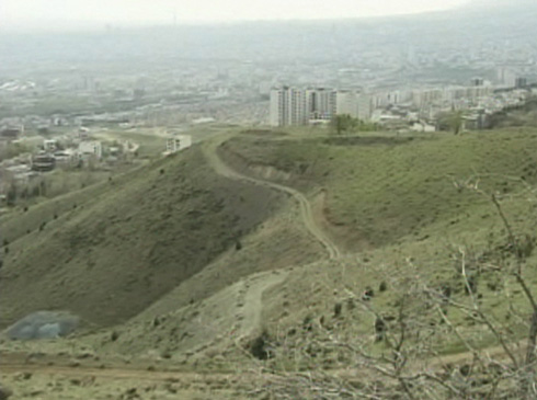 The same hillside overlooking Tehran from 'Taste of Cherry.'