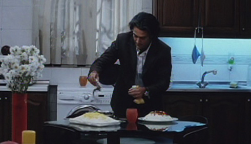 Youssef attempts to sabotage Sayeh's cooking.