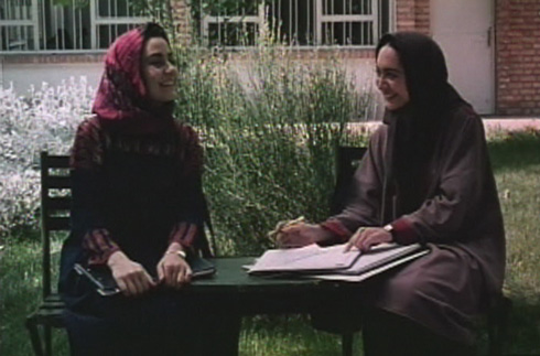 After Fereshteh agreed to tutor Roya, the two quickly became friends.